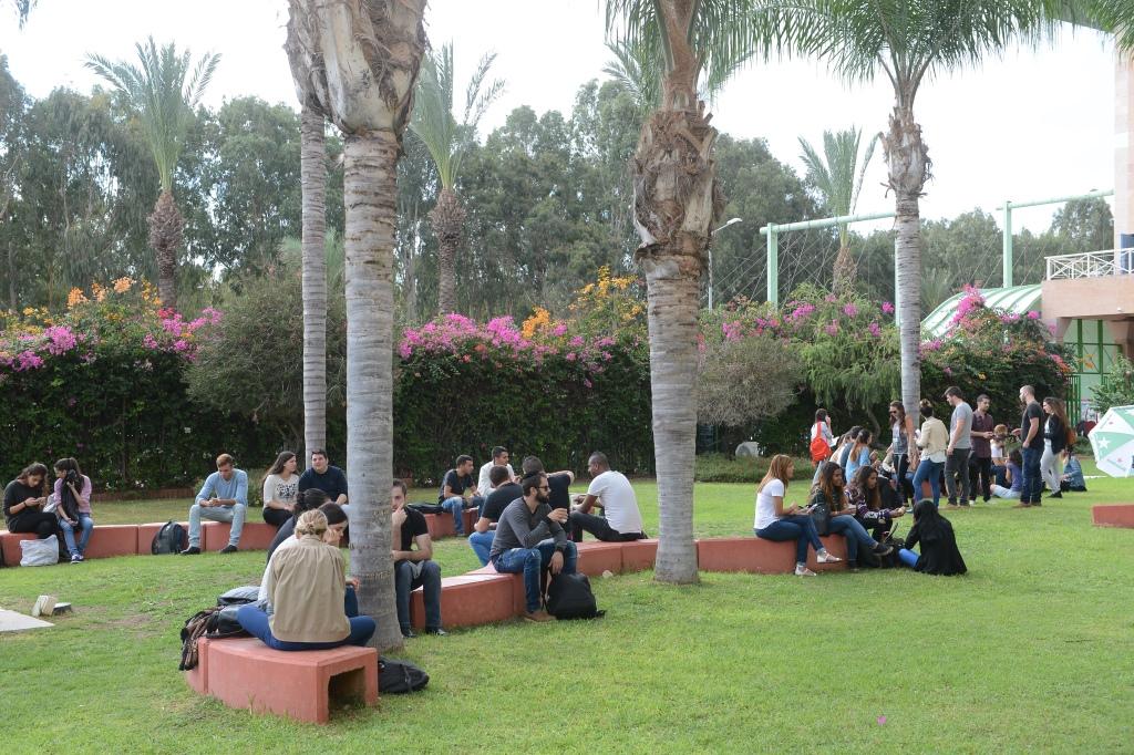 סטודנטים - רחבת קמפוס