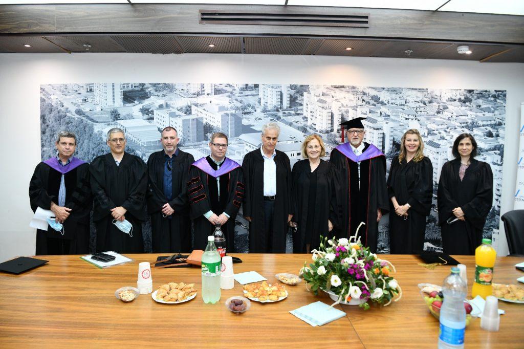 כבוד השופט בדימוס, מר יגאל פליטמן, נשיא בית הדין הארצי לעבודה בדימוס, בטקס הבוגרים לתואר שני בלימודי משפט ומשפטים (1)